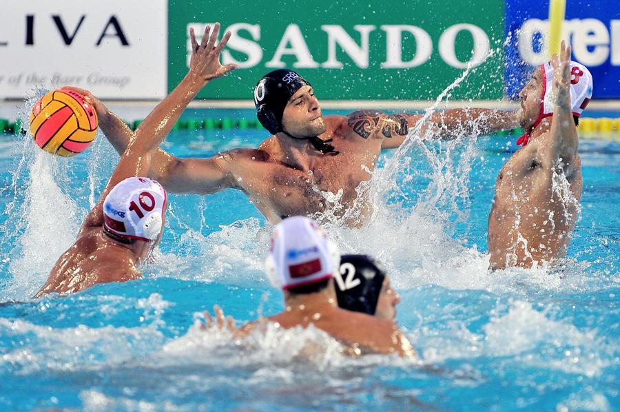 Domingo 13/77/08 3er puesto Hungria-CroaciaFinal Montenegro-Serbia Campeona Montenegro Waterpolo Centro Acuático de Málaga
